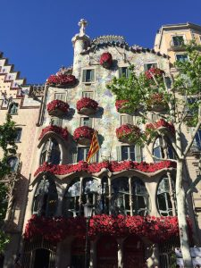 Casa Batlló covered in roses for St Jordi